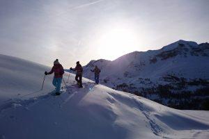 raquette-hiver-ballade-montagne-activités-mushandco-yapluka